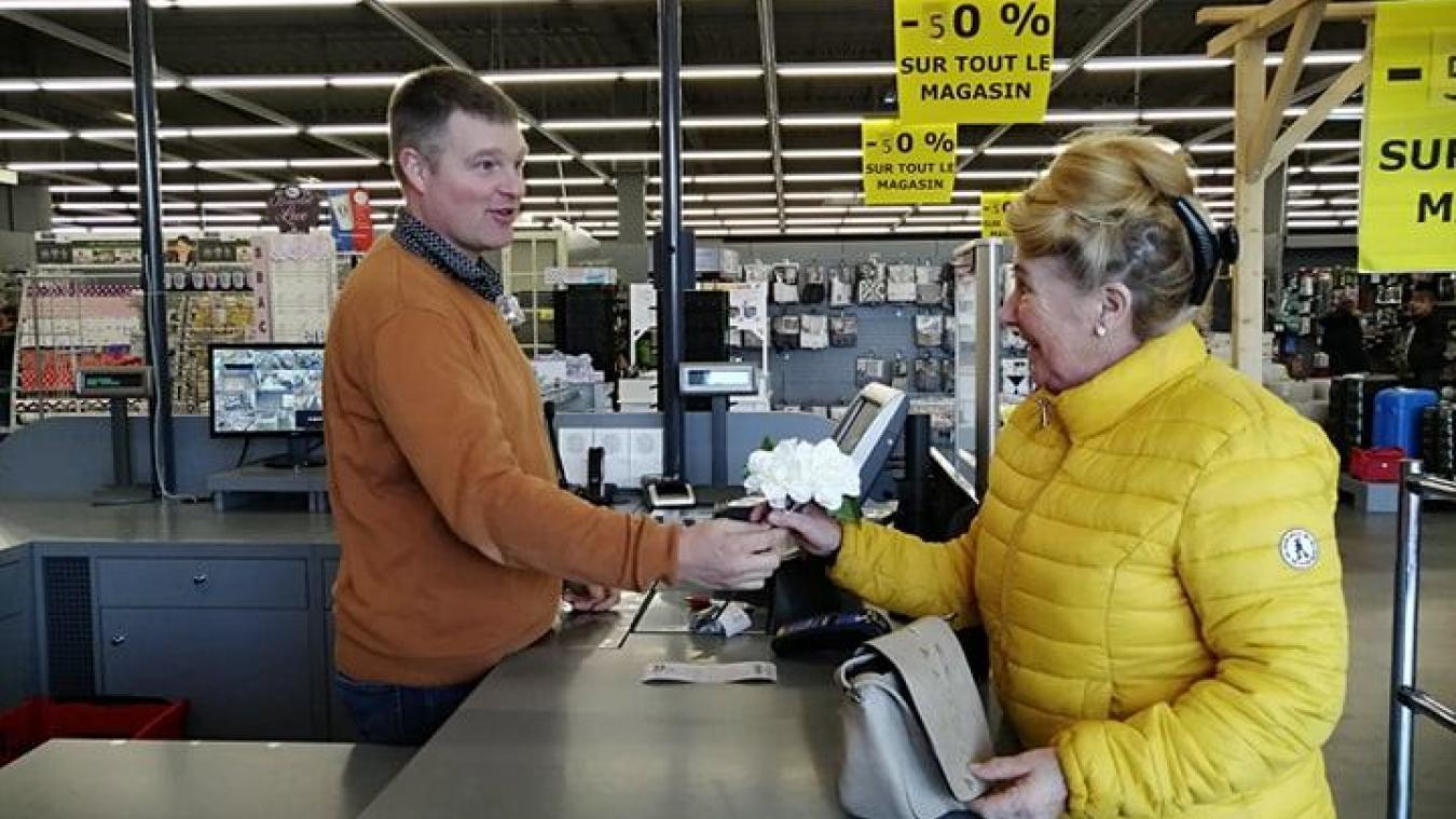 Vincent Vandewalle profite des derniers jours de la liquidation totale pour dire au revoir à ses clients fidèles.