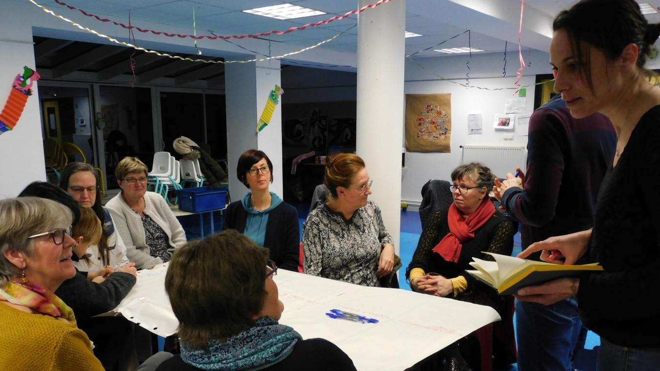 A l'initiative de Kelly O' Neill (à droite), la friperie solidaire est en bonne voie.