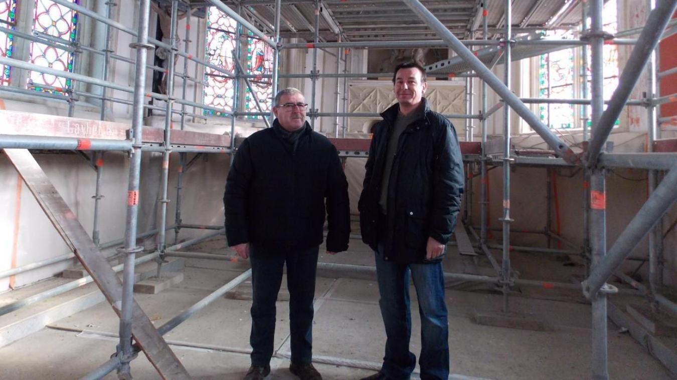 Gilles Thorel et Benoit Ageorges, maire et adjoint, dans l'église en cours de rénovation.