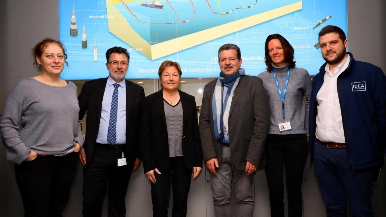 De gauche à droite, Julie Lambard (directrice des ressources humaines), Jacques Marboeuf, Natacha Bouchart en visite le 4 février, Alain Biston (PDG), Patricia Boulanger et Rémi Estienne d'IDEA.