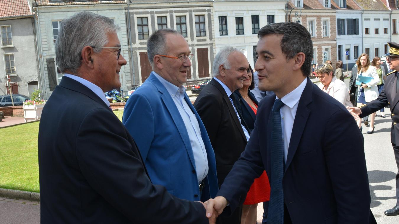 Gérald Darmanin saluant Bruno Cousein lors de sa visite en juin 2019, à Montreuil.