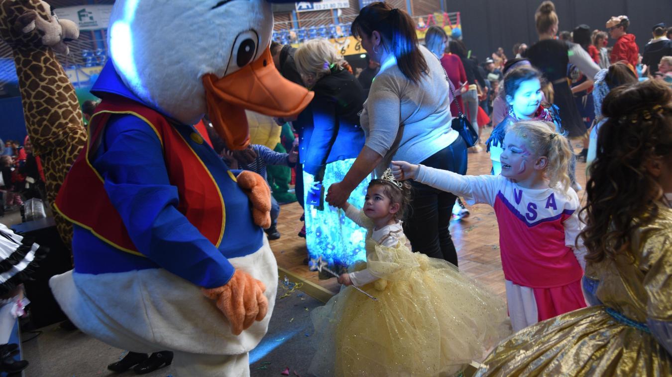 600 enfants ont participé au bal costumé. Ils pouvaient dire bonjour ou câliner les mascottes !