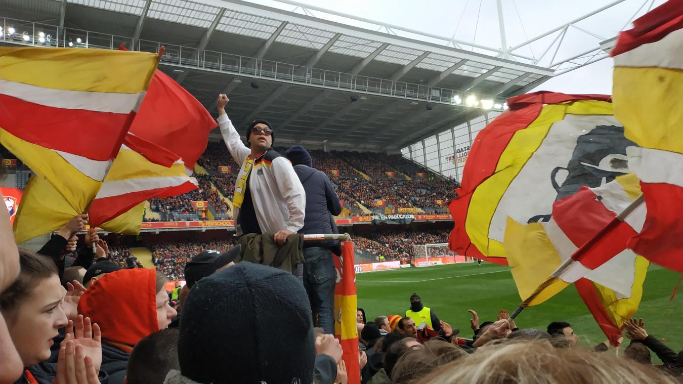 L'ambiance de la tribune Tony-Marek, qui accueille les Ultras lensois lors du match Lens-Caen de samedi 22 février.