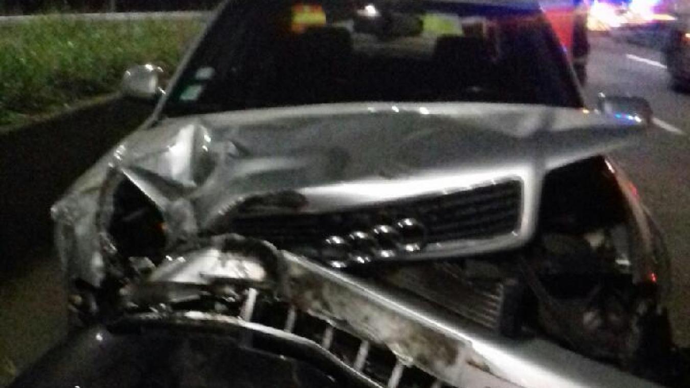 La voiture a fait un tête-à-queue après avoir percuté la rambarde.