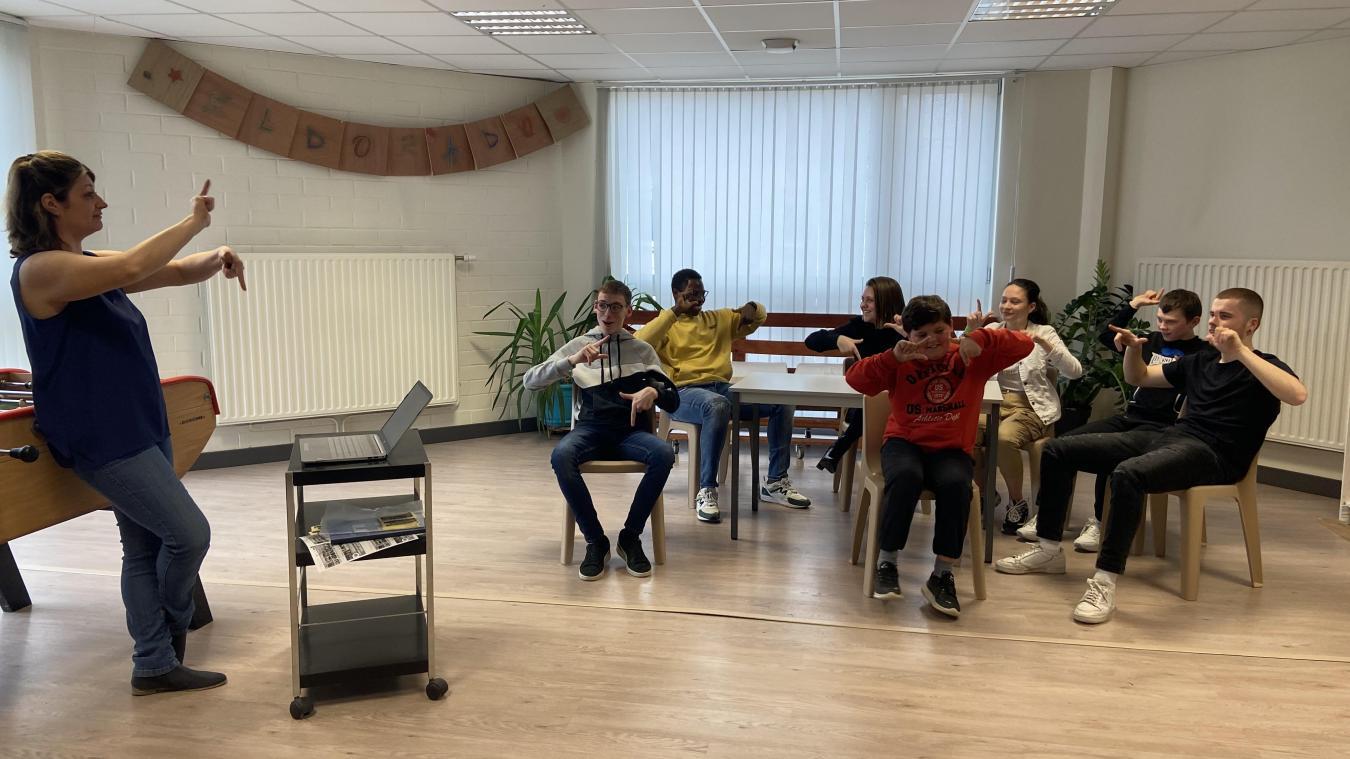 Sandrine Lemaire va essayer de mettre en place régulièrement cet apprentissage de la langue des signes.