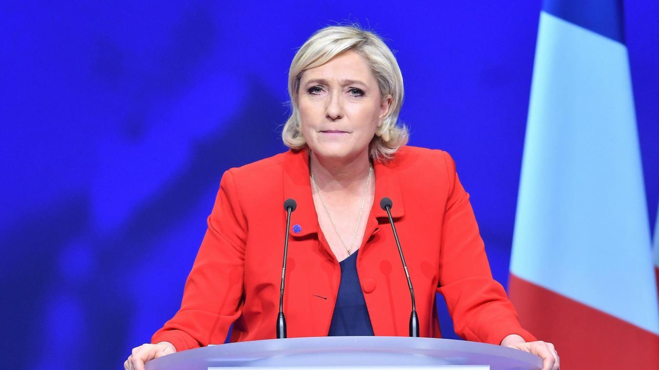 Marine Le Pen en déplacement à Calais le 11 mars