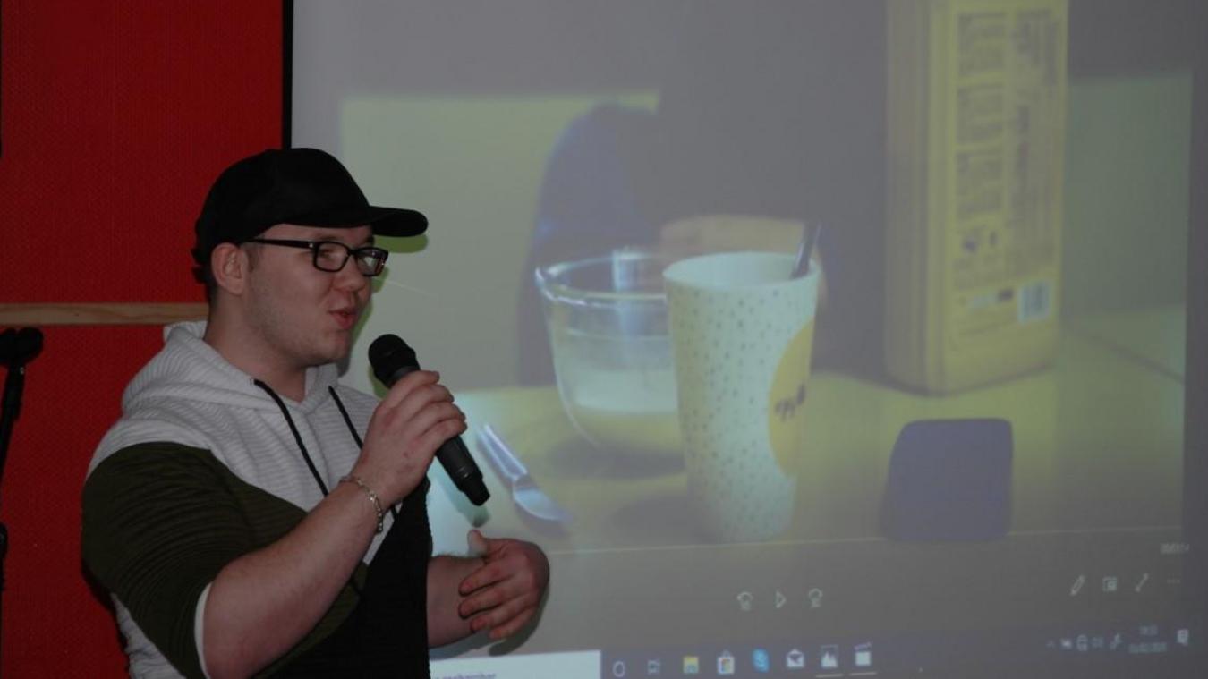 Alex'immédiat, rappeur, auteur compositeur interprète a réalisé le clip avec les jeunes.