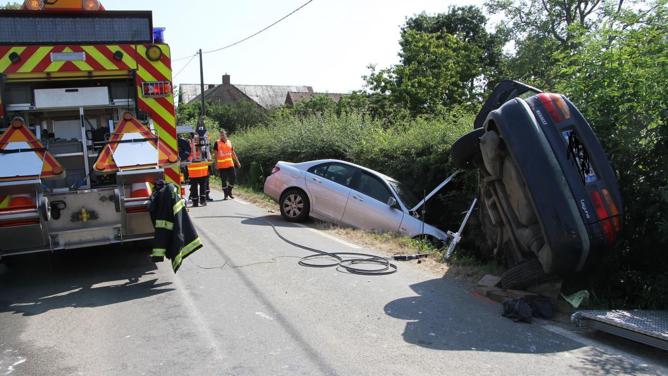 Trois personnes avaient dû être désincarcérées par les pompiers lors de l'accident sur la D122 entre La Croix-du-Bac et Estaires.
