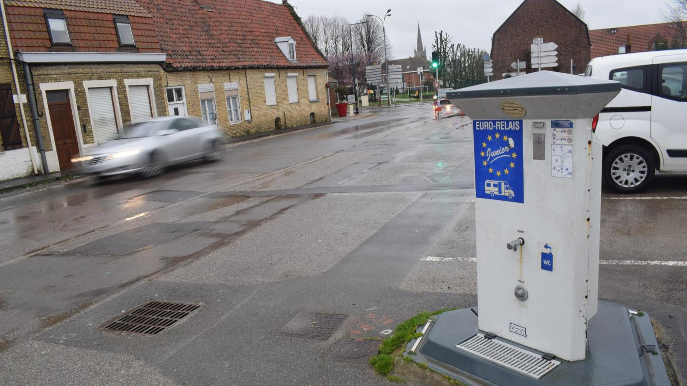L'intérêt de la disparition de la borne existante est double pour la Vill >: l'opération entrera dans l'aménagement de la rue de Bergues