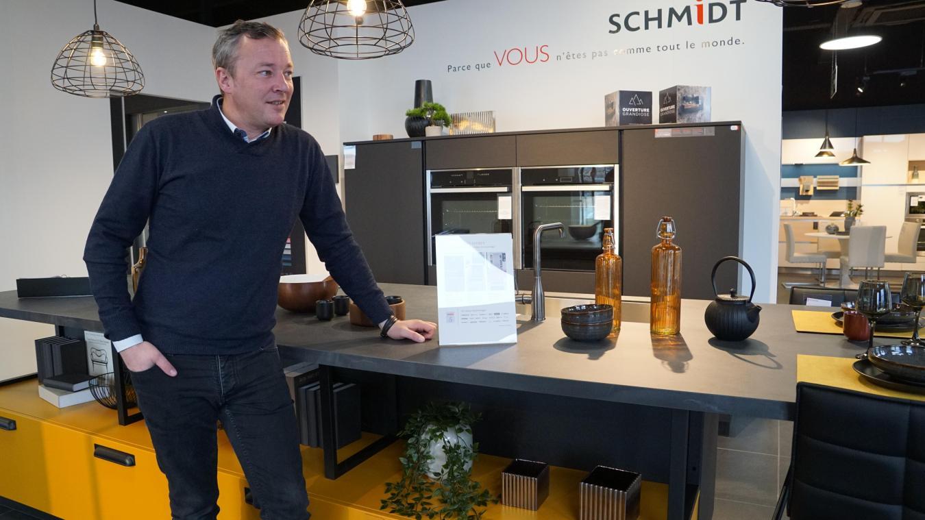 Guillaume Caulier gère les deux nouveaux magasins Schmidt et Cuisinella, ouverts récemment sur la zone commerciale d'Auchan Grande-Synthe.