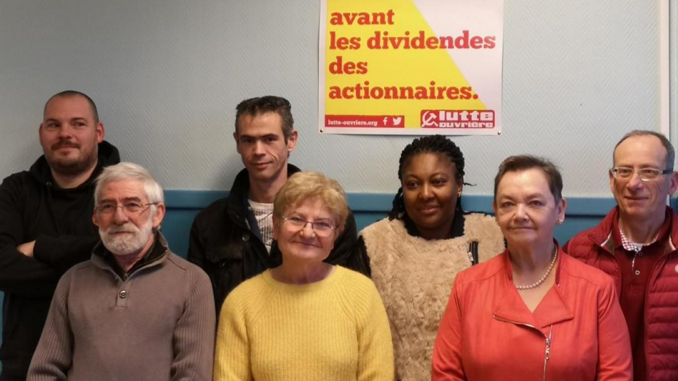 Françoise Millot (au premier plan en jaune) et une partie de ses colistiers pour la liste Lutte Ouvrière.