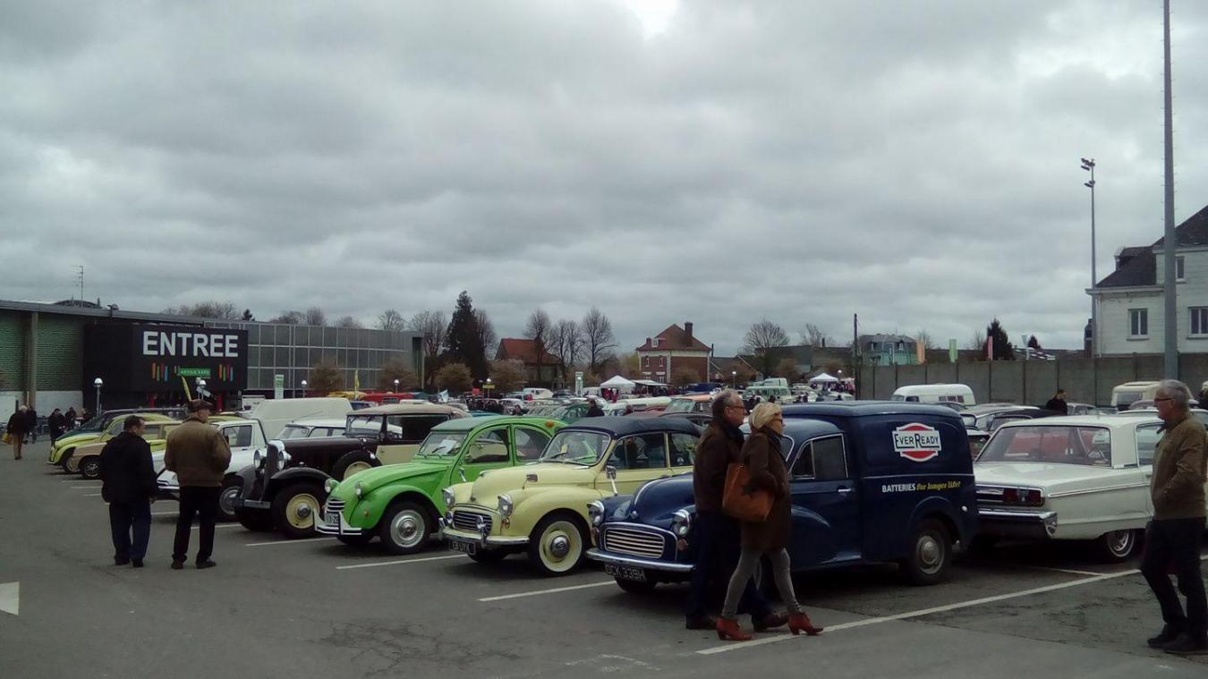 900 véhicules d'époque devaient prendre place à l'extérieur d'Artois Expo, comme ici en 2017.