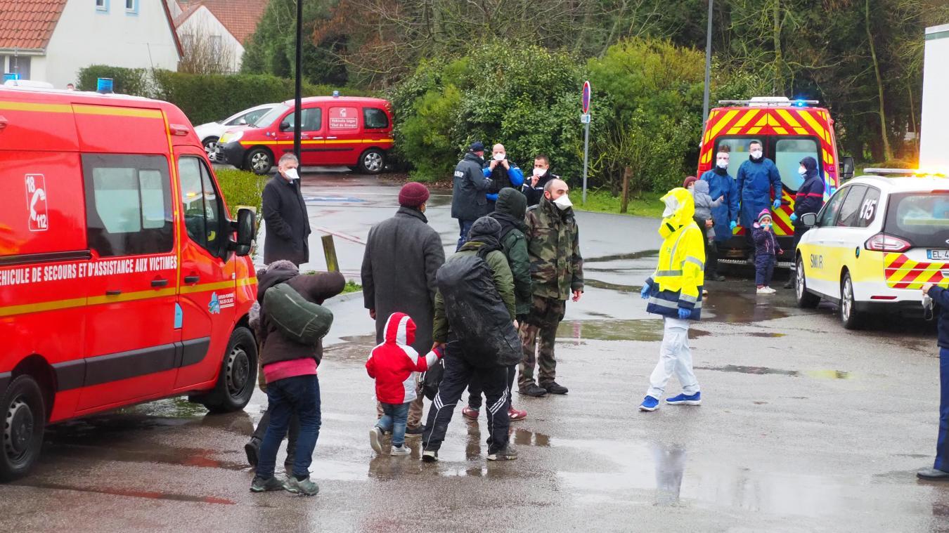 Les migrants ont été emmenés dans la salle des fêtes de Wissant ce jeudi après-midi.