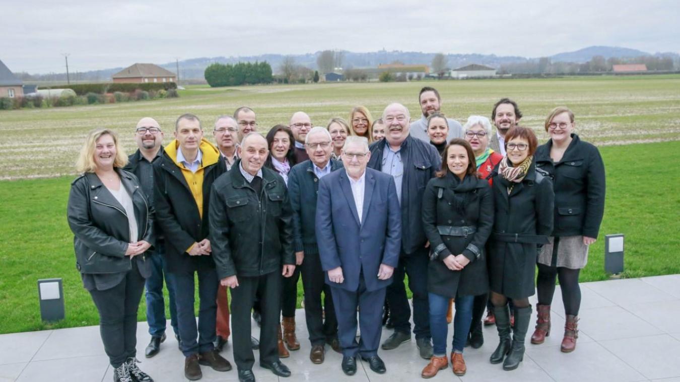 Treize membres de la liste de Dominique Joly font partie du conseil actuel, pour huit nouvelles têtes.