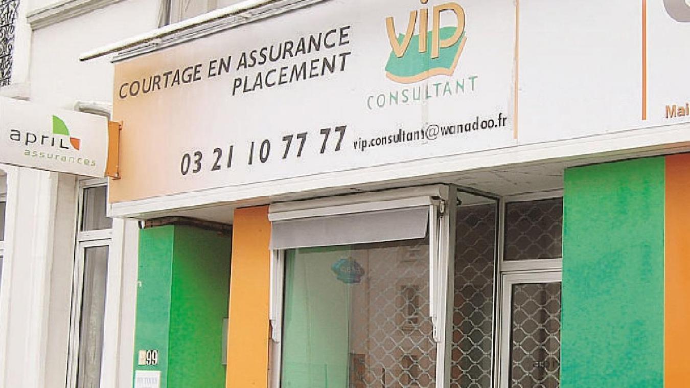 L'enseigne se trouvait au 99 boulevard Daunou à Boulogne-sur-Mer.