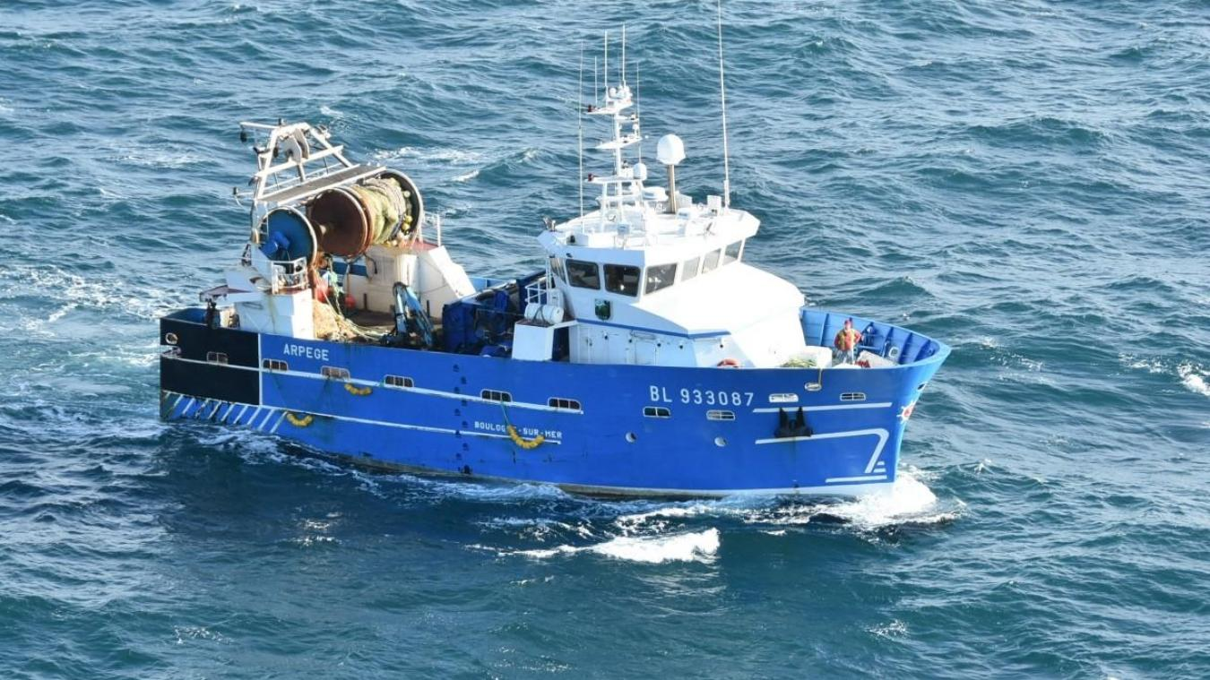 Un marin de 44 ans, blessé, a été hélitreuillé ce vendredi matin © Préfecture maritime.