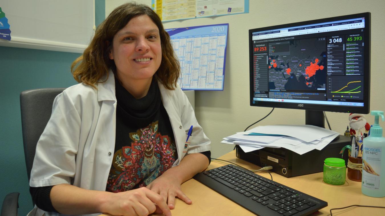 Hélène Bazus, infectiologue au centre hospitalier de Lens, consulte quotidiennement le site du ministère recensant les cas de Covid-19 dans le monde.
