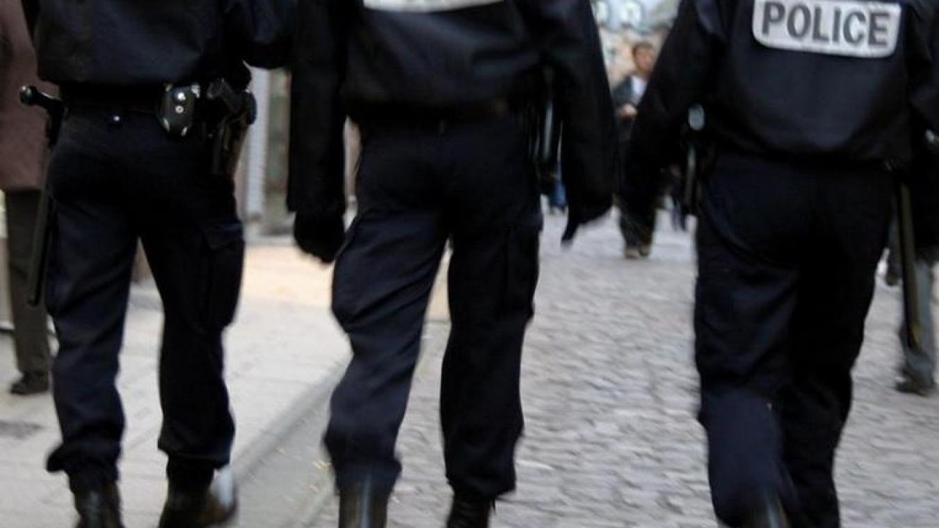 Ivres, à Achicourt, deux mineurs se battent avec des policiers et leurs parents viennent en renfort