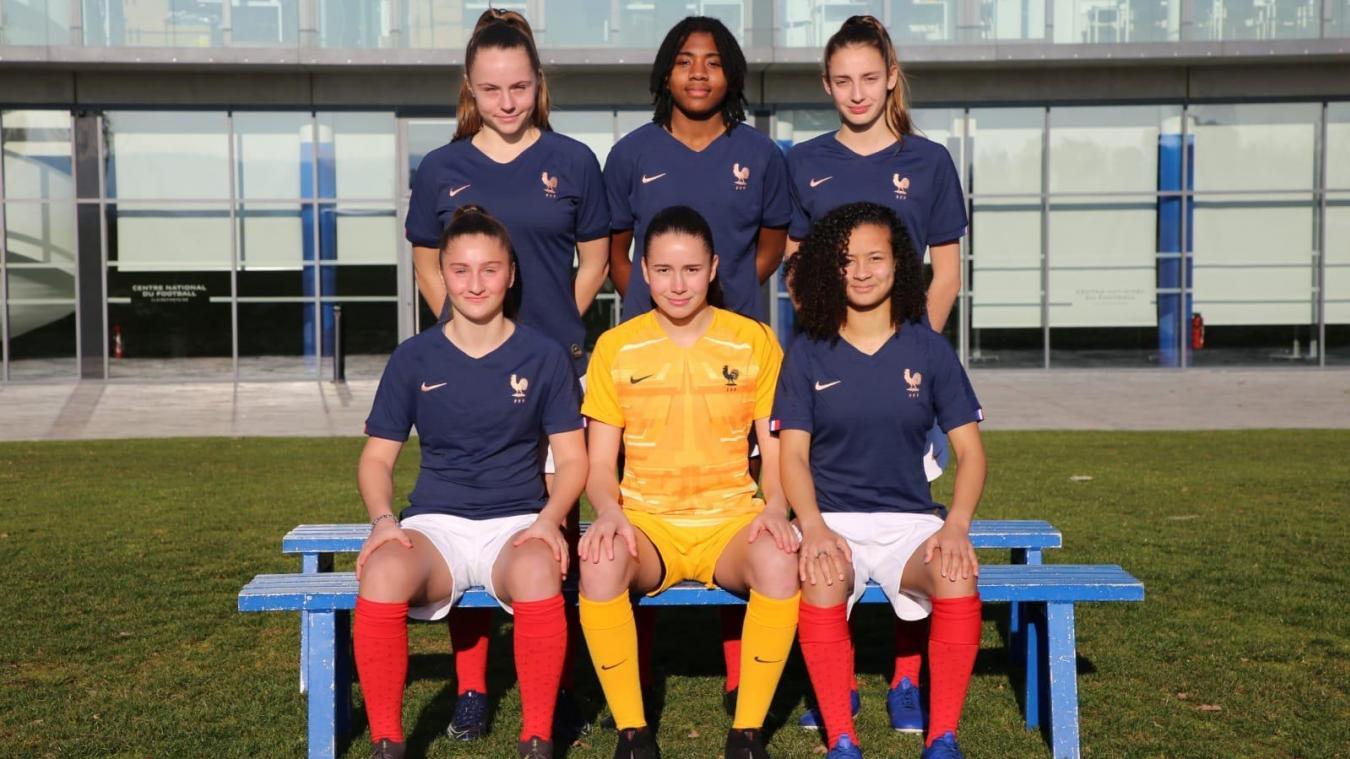 Léa Bourgain (en haut à droite) a été sélectionnée avec l'Équipe de France U16 pour un tournoi au Portugal du 11 au 19 février.