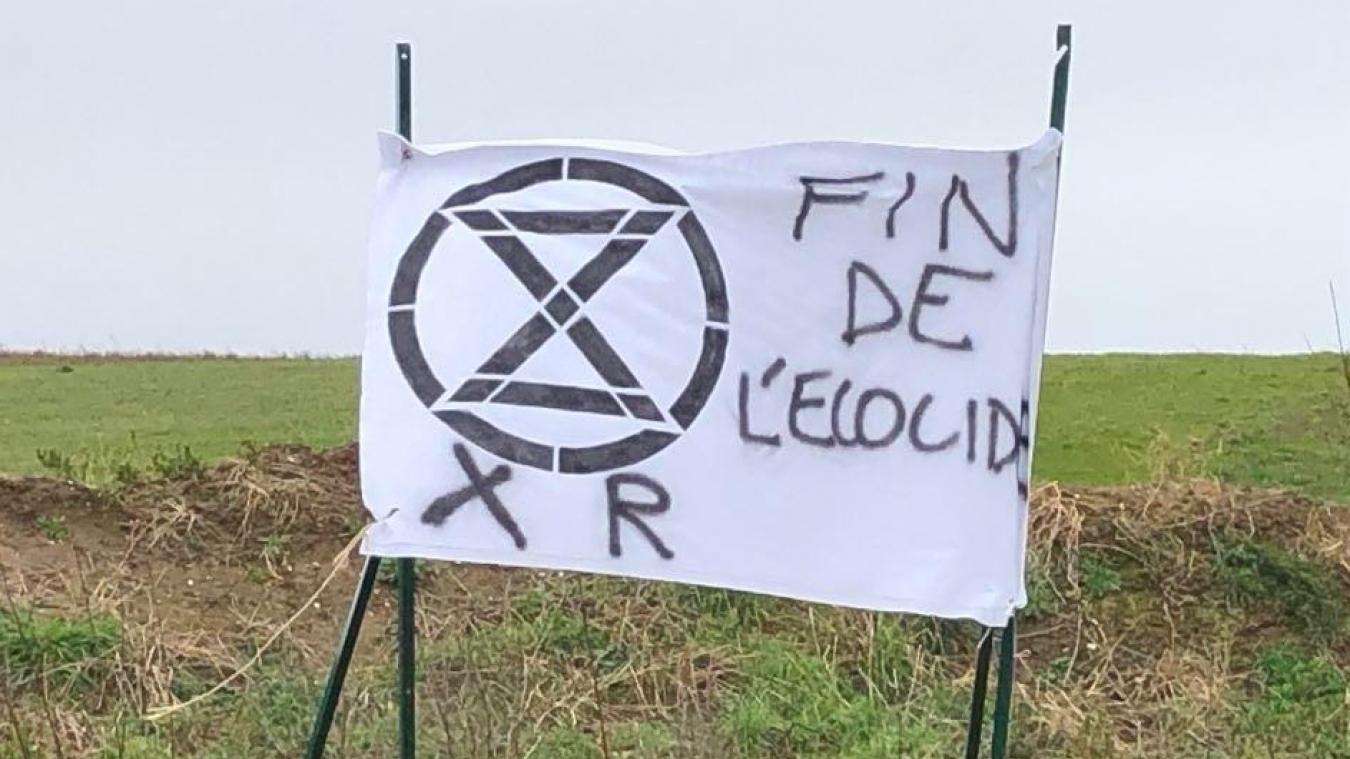 Une revendication signée XR (Extinction Rebellio), un mouvement social écologiste international.