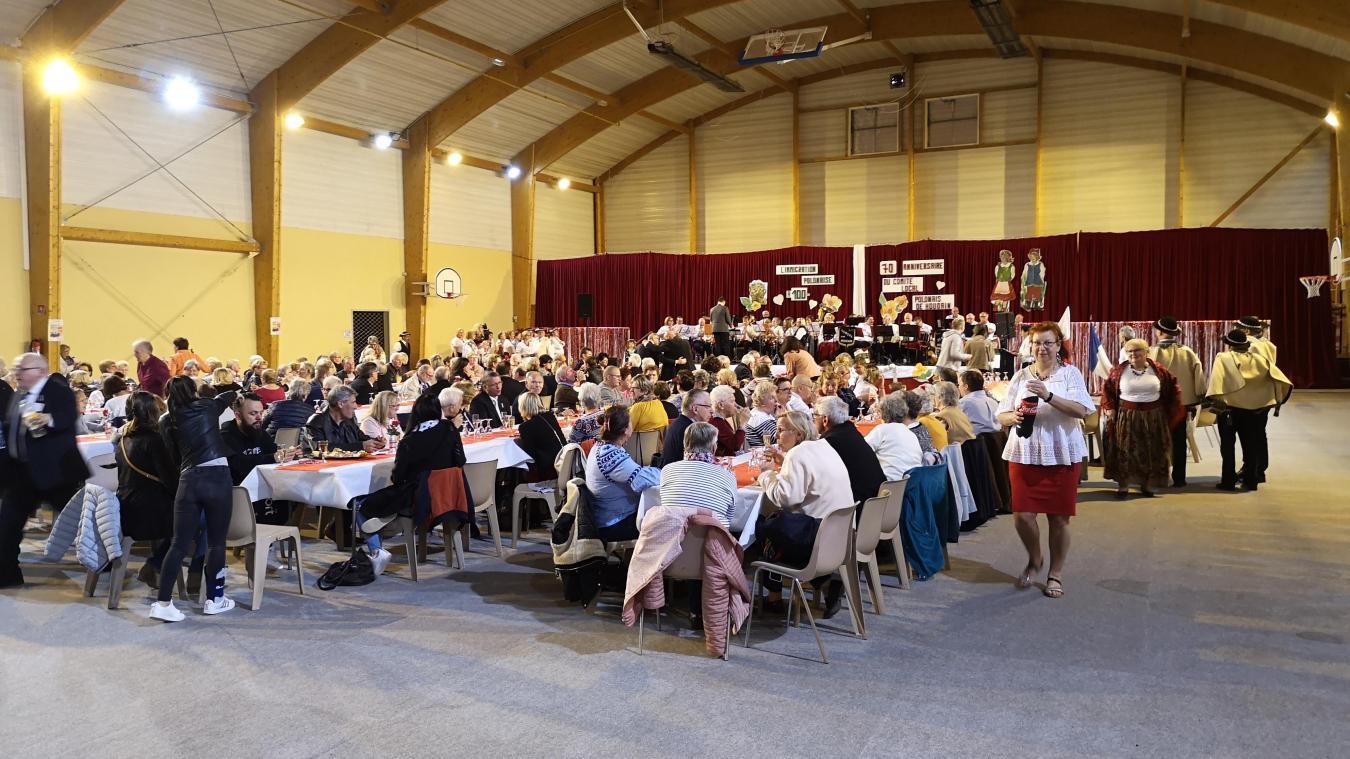 Lors de la fête du 3-Mai, équivalent à notre 14-Juillet, à la salle Cailliau.