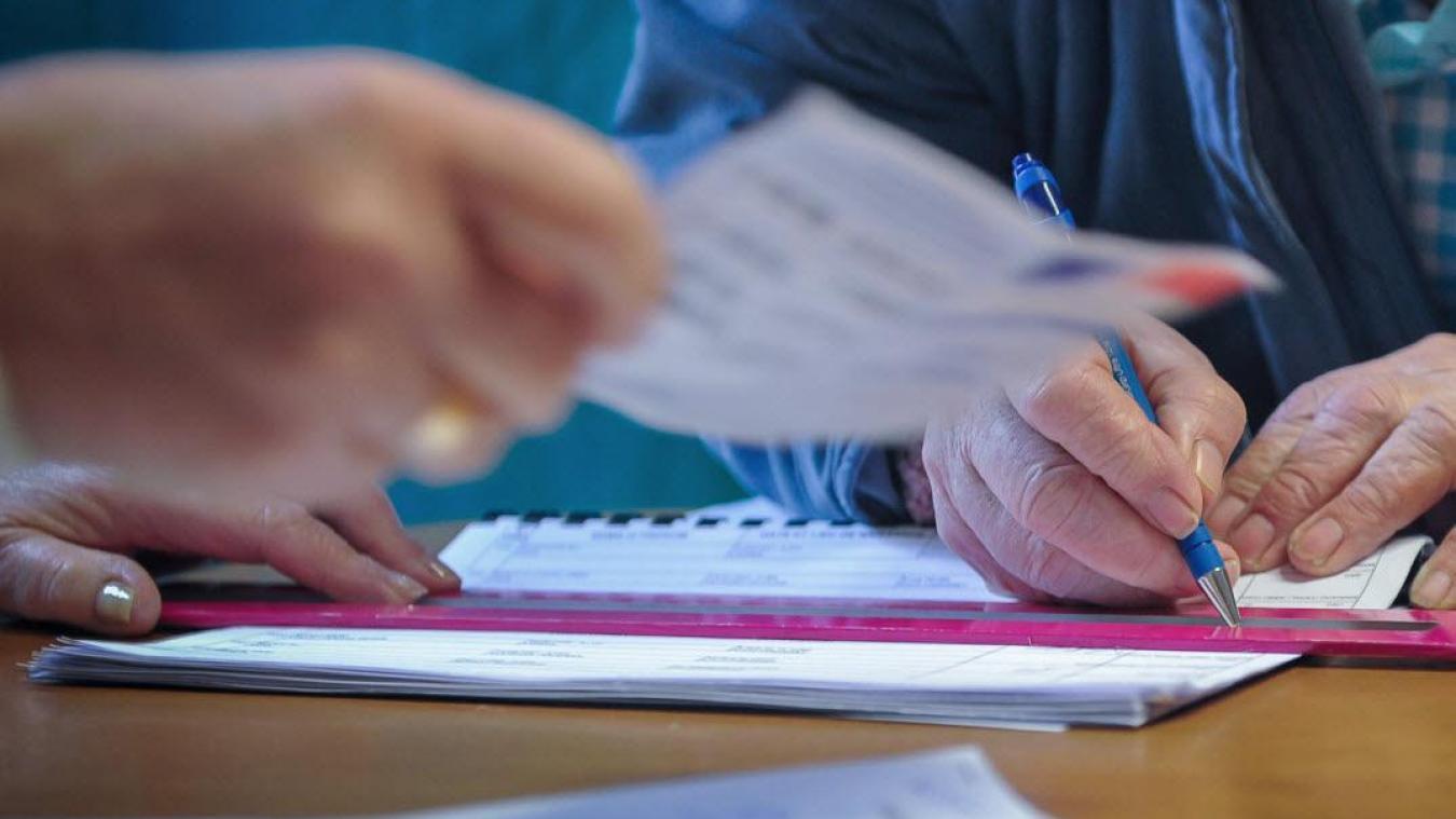 Dans son communiqué, le ministère de l'Intérieur précise « qu'il est recommandé aux électeurs de ramener leur propre stylo bille d'encre bleue ou noire indélébile pour émarger ».