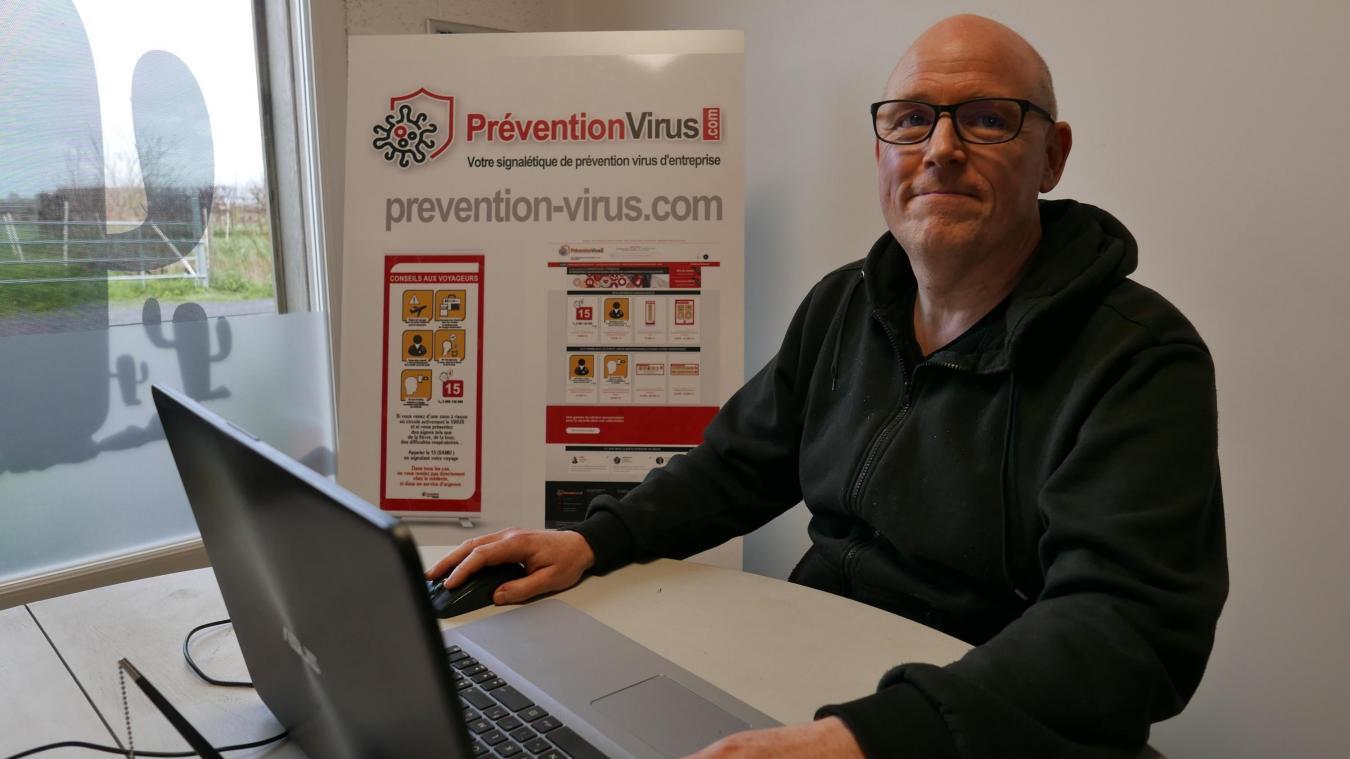Grégory, l'un des développeurs du site de matériel de communication.