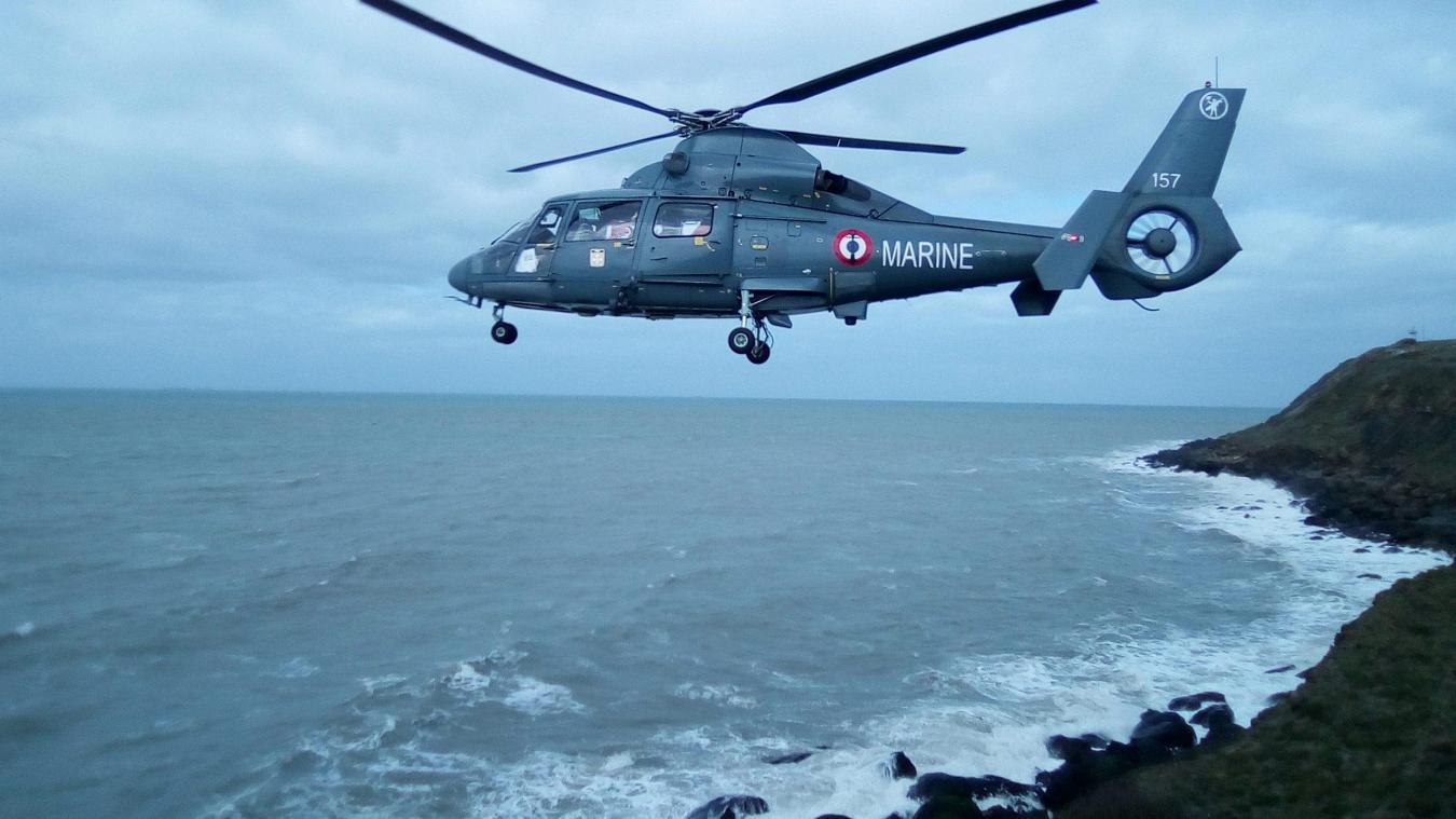 L'hélicoptère de la Marine Nationale a été appelé en renfort pour extirper la victime de son point de chute.