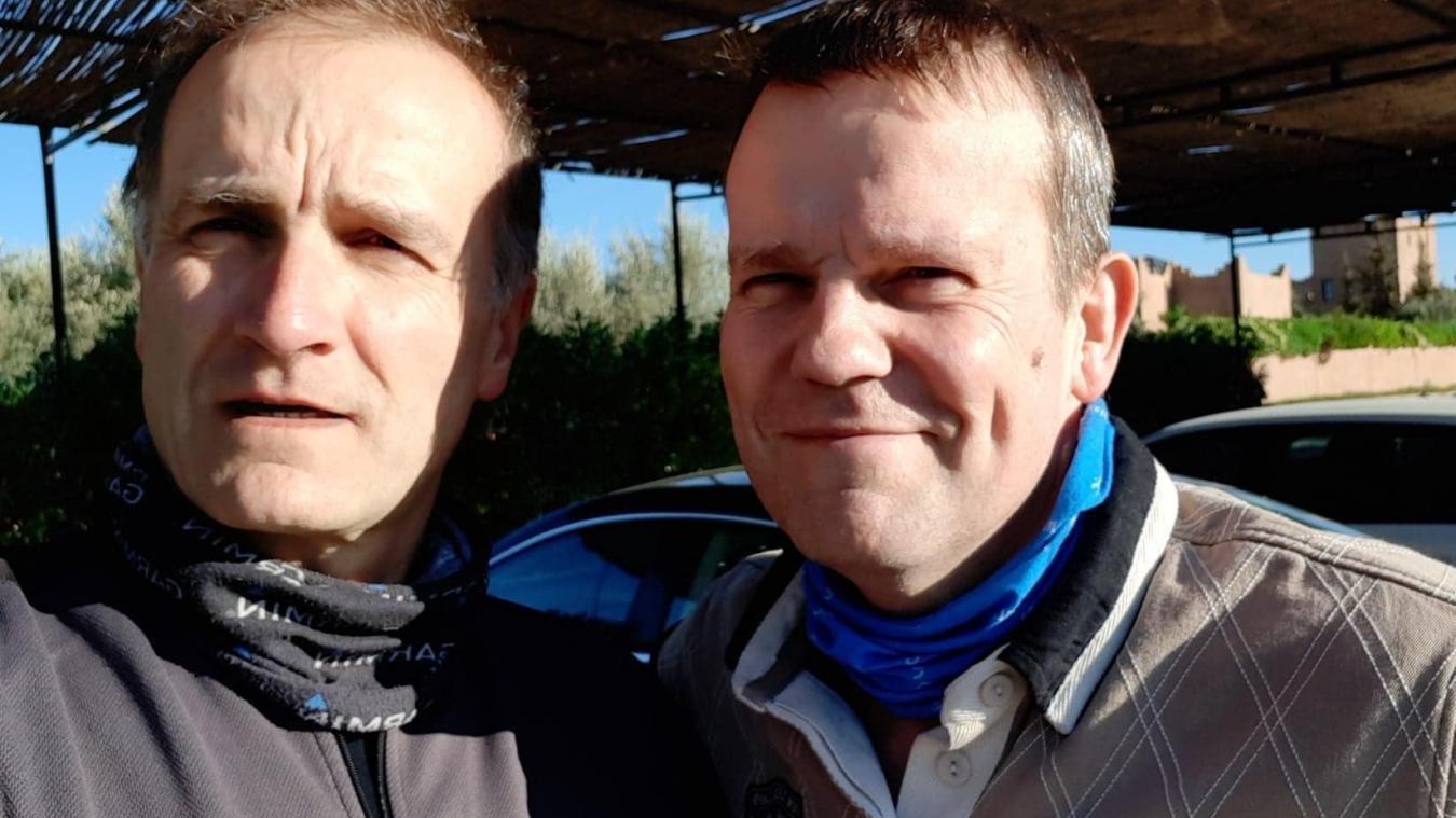 Éric (à gauche) et son frère Thierry, deux motards invétérés, amateurs des pistes du désert marocain. (DR)