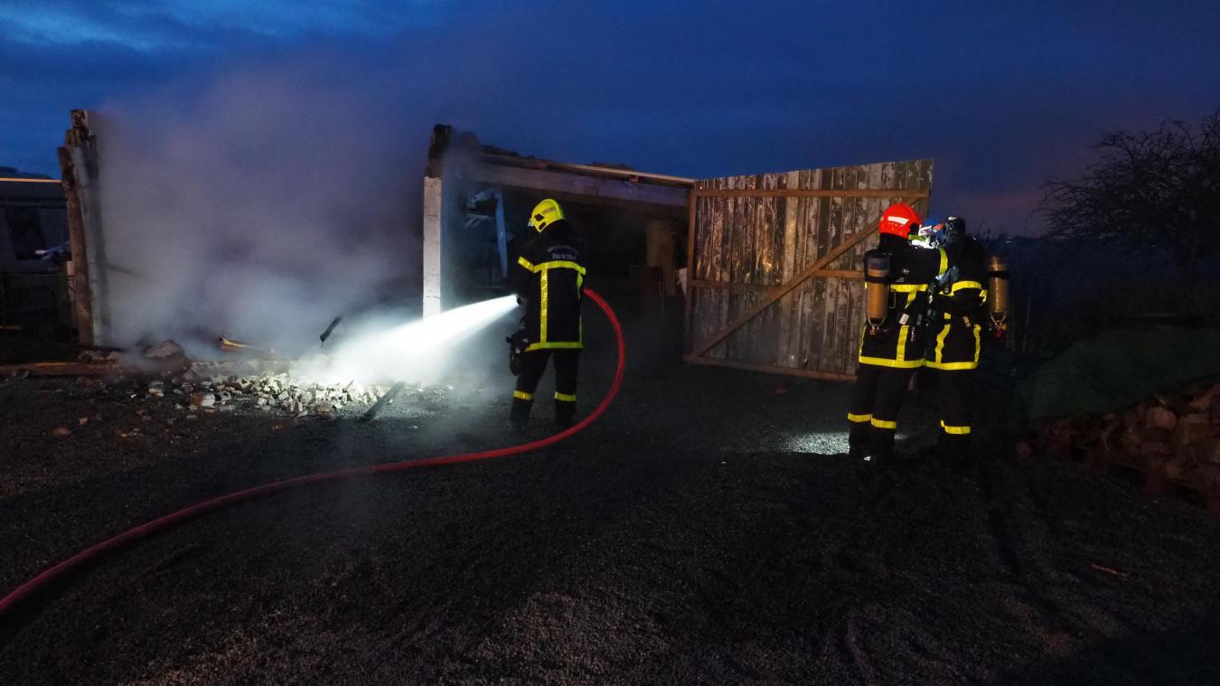 Les pompiers ont rapidement circonscrit ce violent incendie.