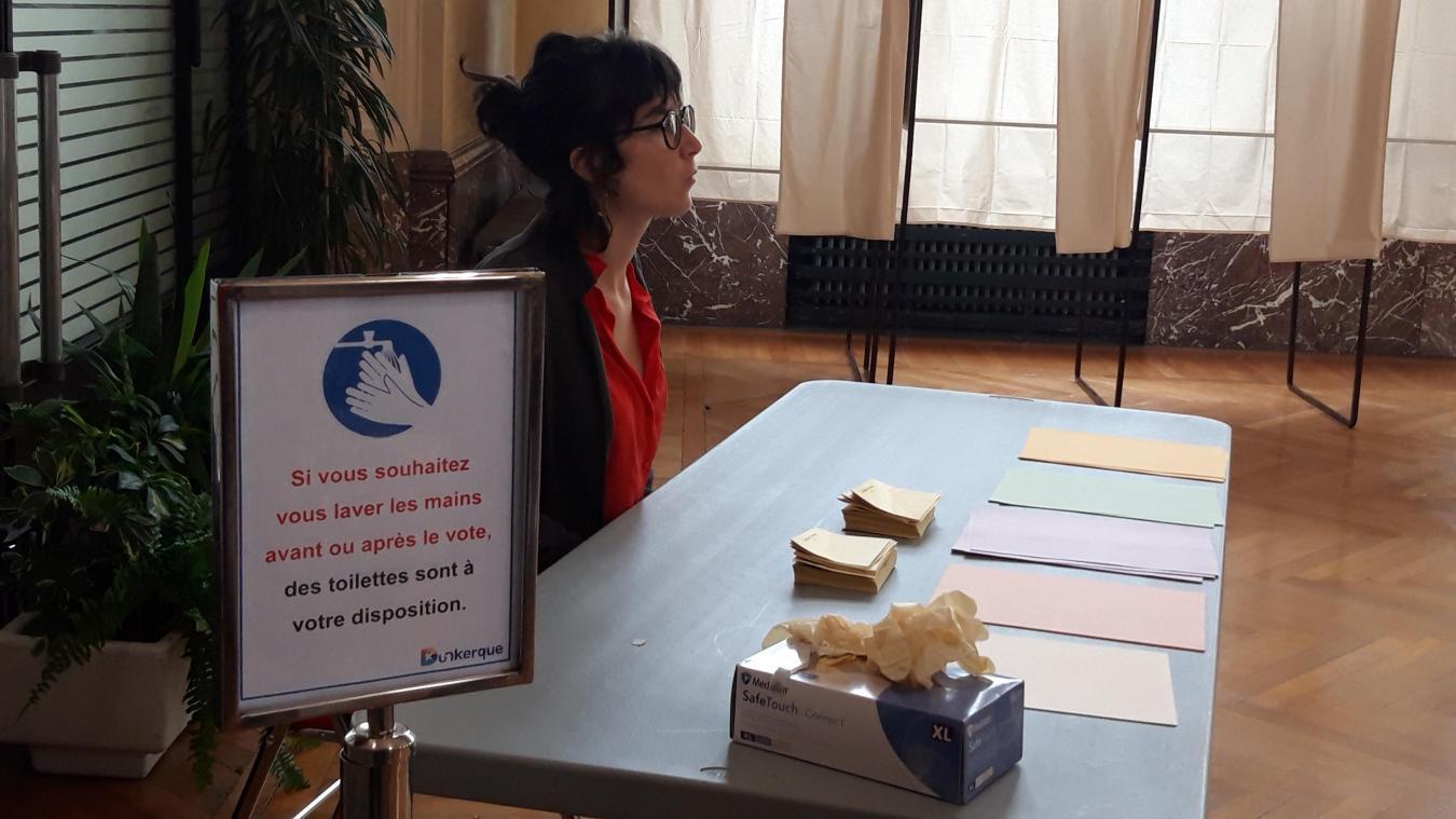 Des électeurs seraient repartis avec plus de gants et de lingettes que prévu dans certains bureaux.