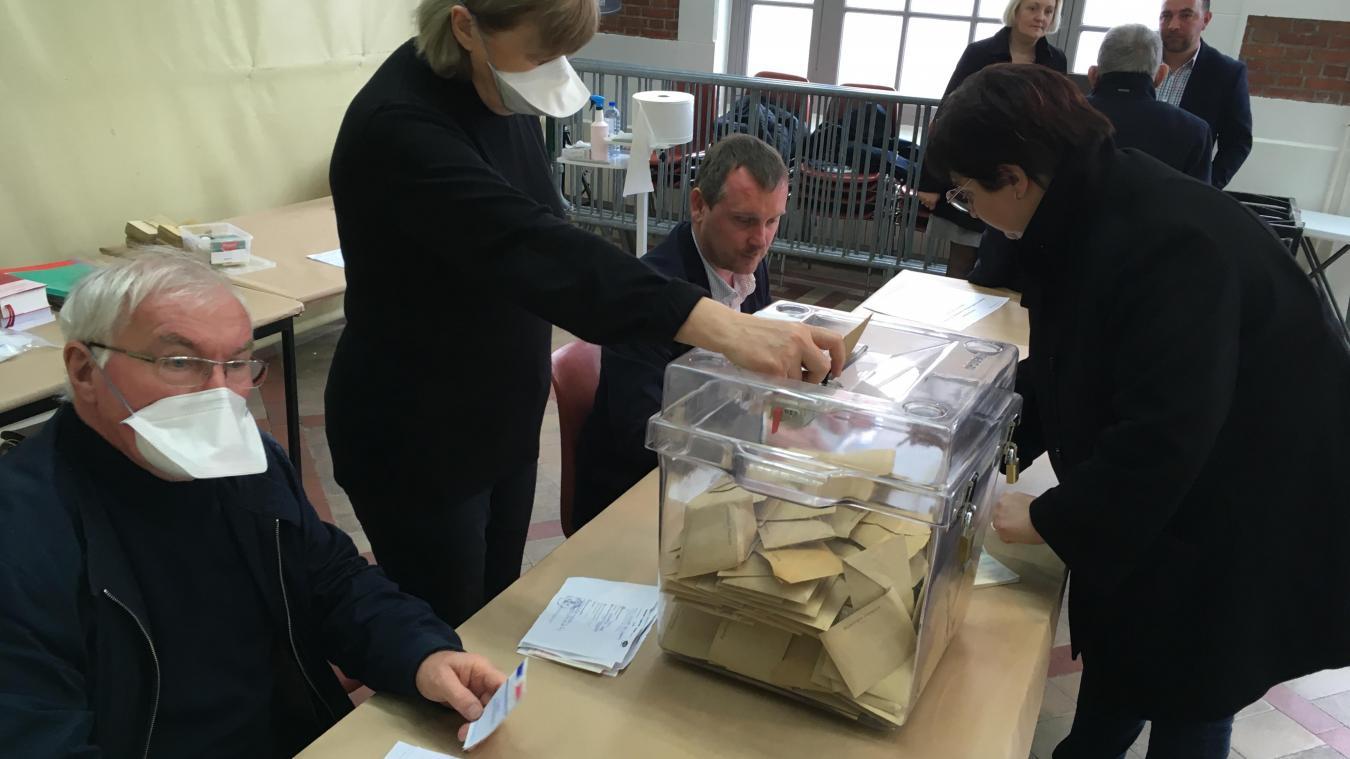 Au bureau de vote n°1 (à la Halle au Beurre), un peu après midi, ce dimanche 15 mars.