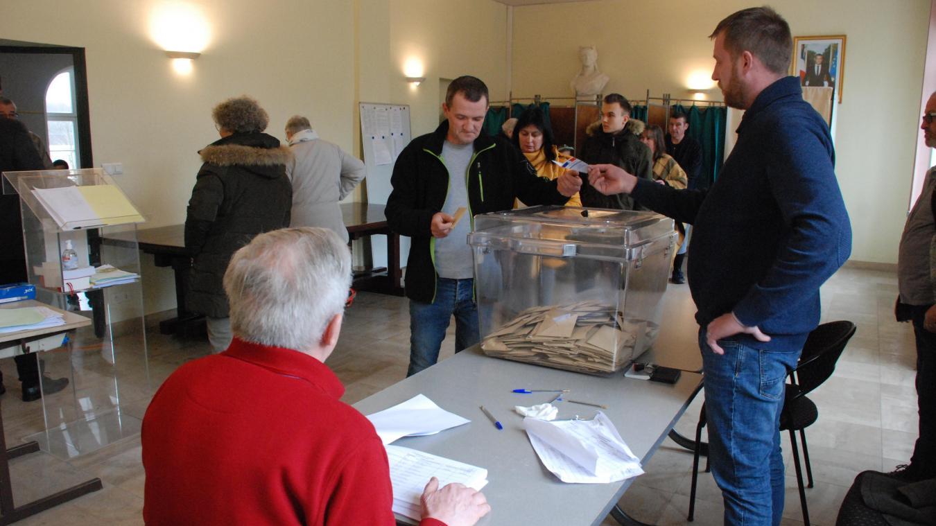 A13h, 671 électeurs avaient effectué leur devoir civique.