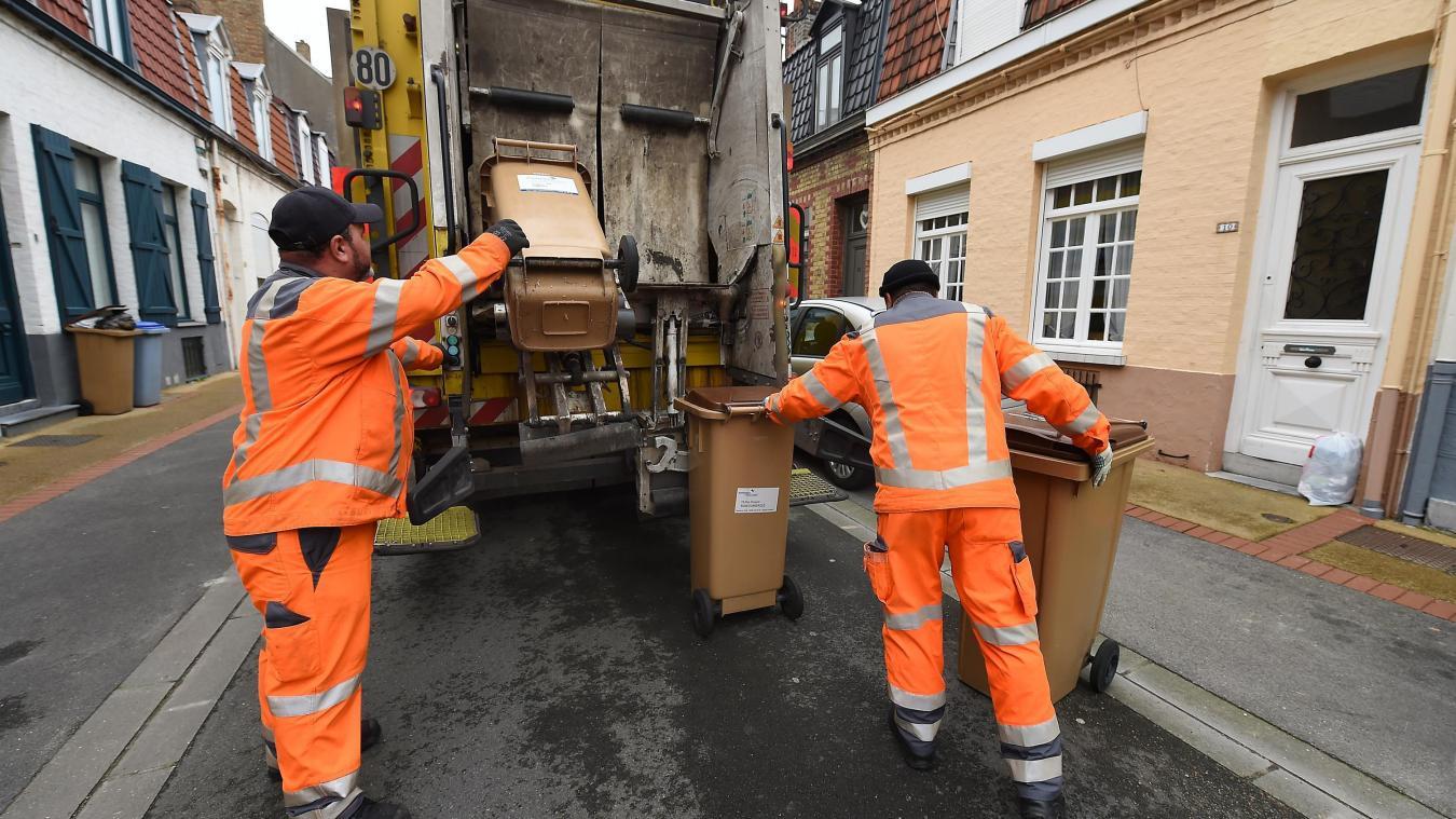 Le service de collecte des ordures ménagères est maintenu selon les modalités habituelles pour le moment.