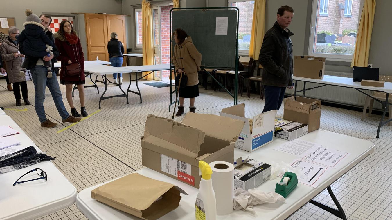 À Noordpeene, le bureau de vote a été réaménagé dans la salle des fêtes.