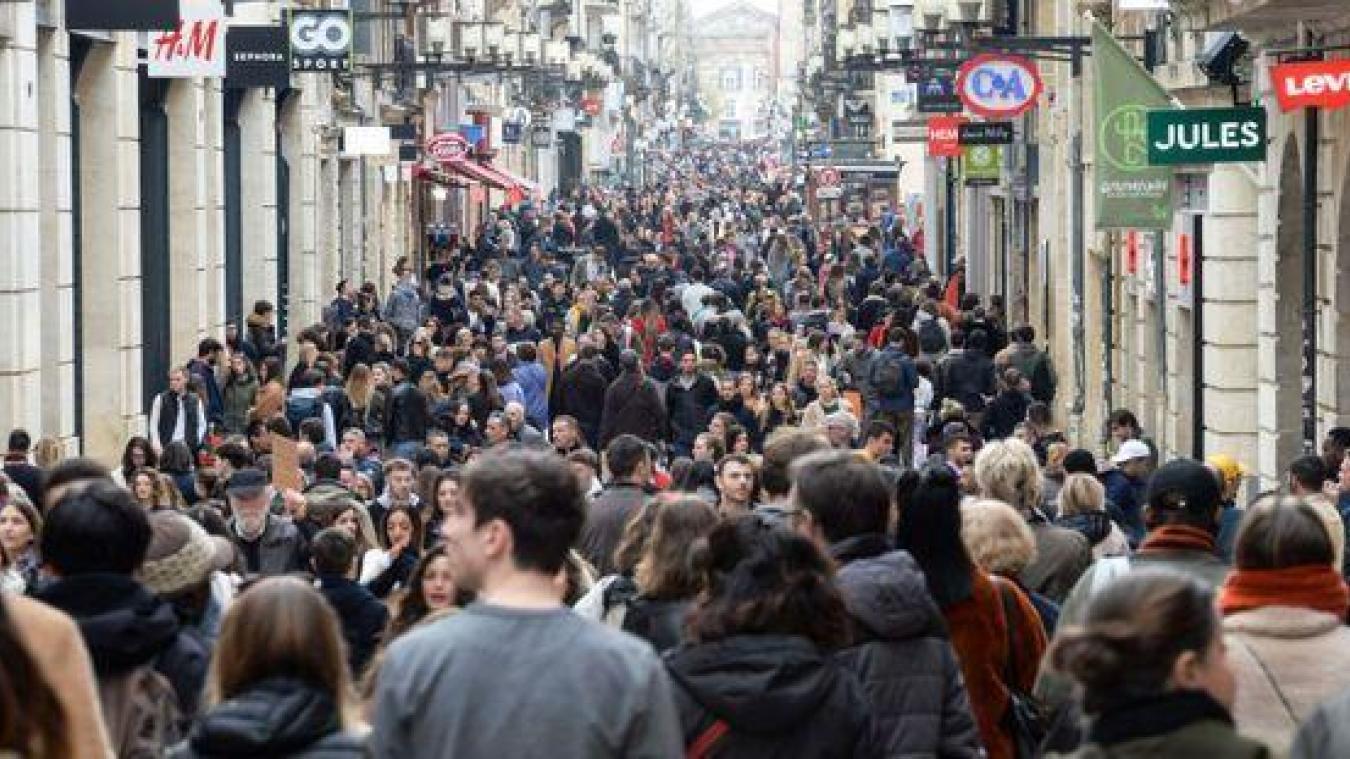 Les Français jugés «indisciplinés» face au coronavirus: faut-il passer au confinement total selon vous ?