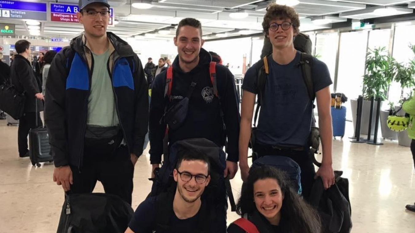 Le groupe d'étudiants à leur départ pour le Pérou, il y a dix jours.
