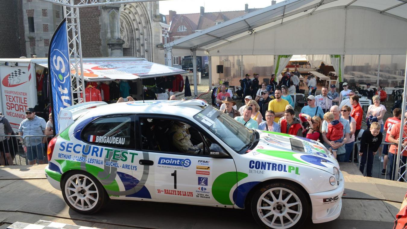 Chaque année, le Rallye de la Lys attire des milliers de spectateurs sur les bords des routes mais aussi au cœur de Saint-Venant.