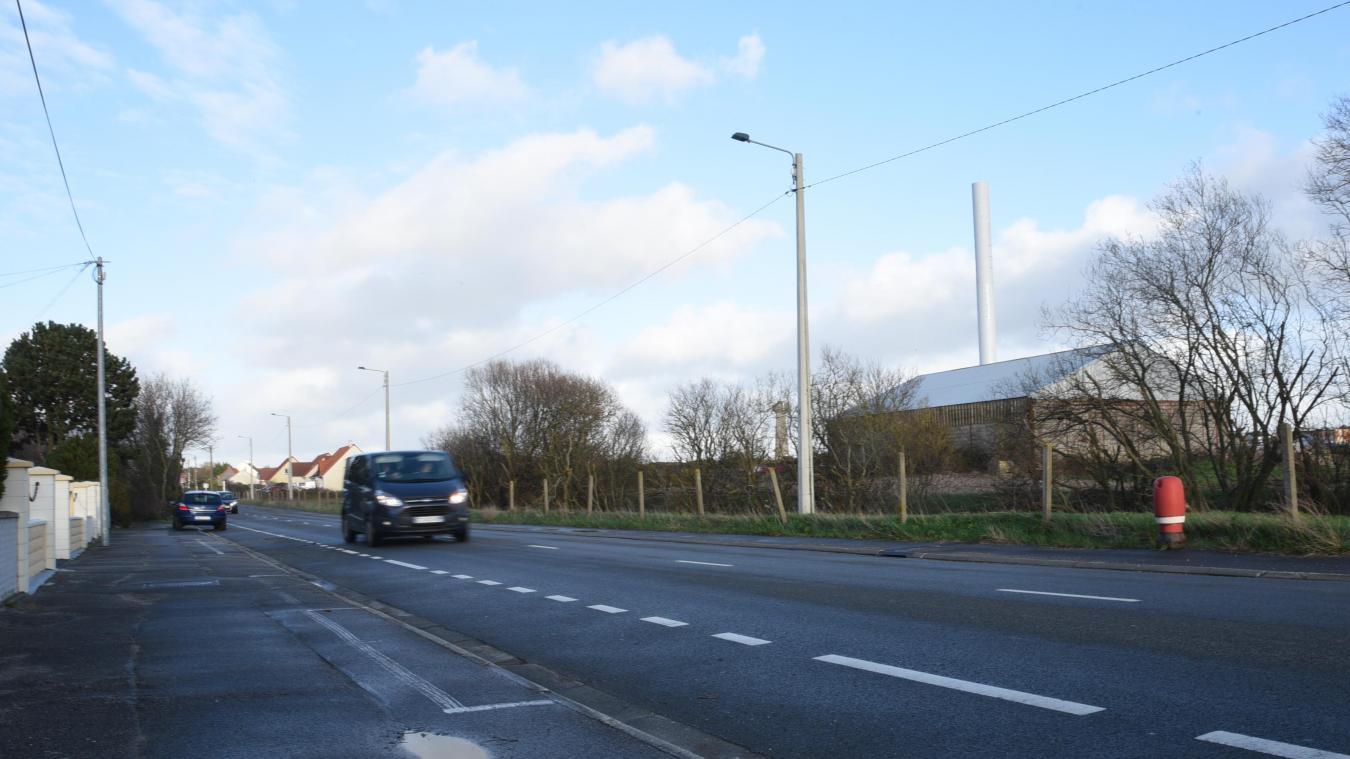 L'antenne relais se trouve à quelques mètres des habitations de la rue de l'Aérodrome.