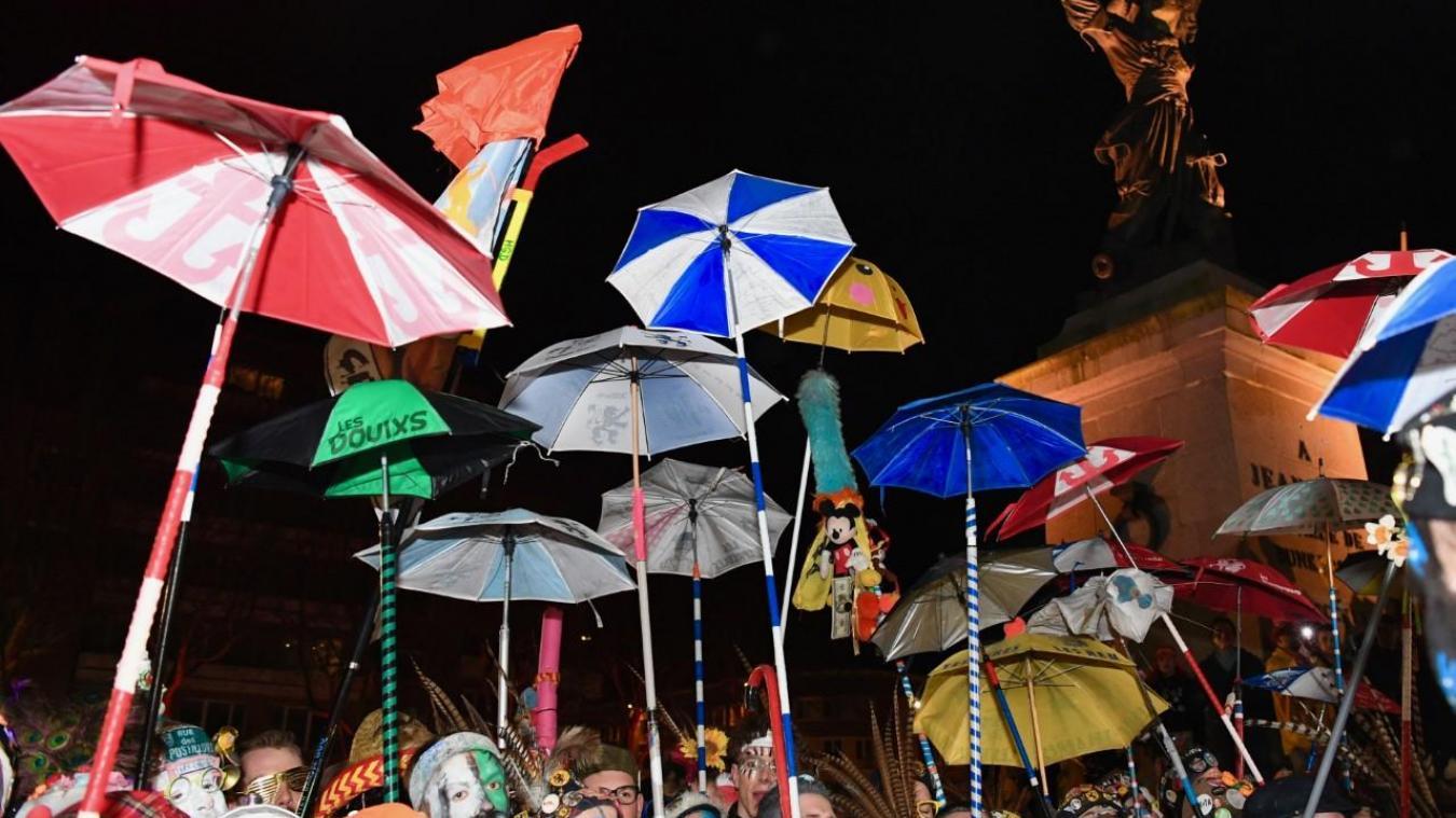 Ville et associations de carnaval dénoncent également cette bande improvisée, samedi soir, dans les rues de Dunkerque. (Jean-Louis Burnod)
