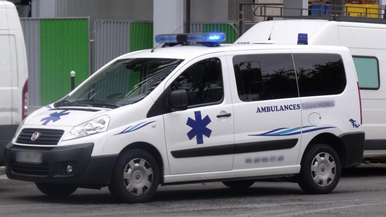 L'ambulancière a passé une bonne heure avec le patient, sans protection, avant sa prise en charge. Photo d'illustration