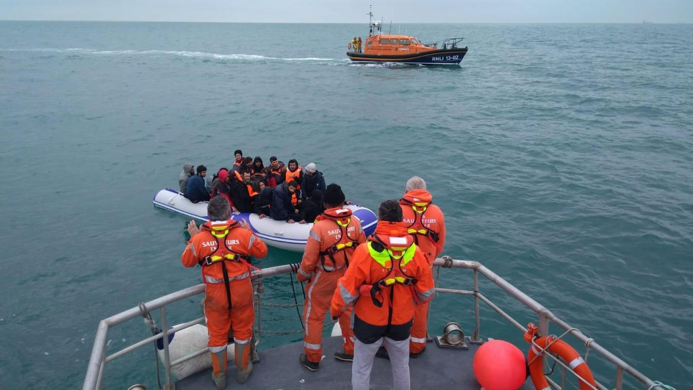 Ce jeudi 19 mars, le canot de la Société humaine et des naufrages (SHN), station locale de la SNSM à Boulogne-sur-Mer, a porté assistance à 22 migrants, dont 7 en bas âge.