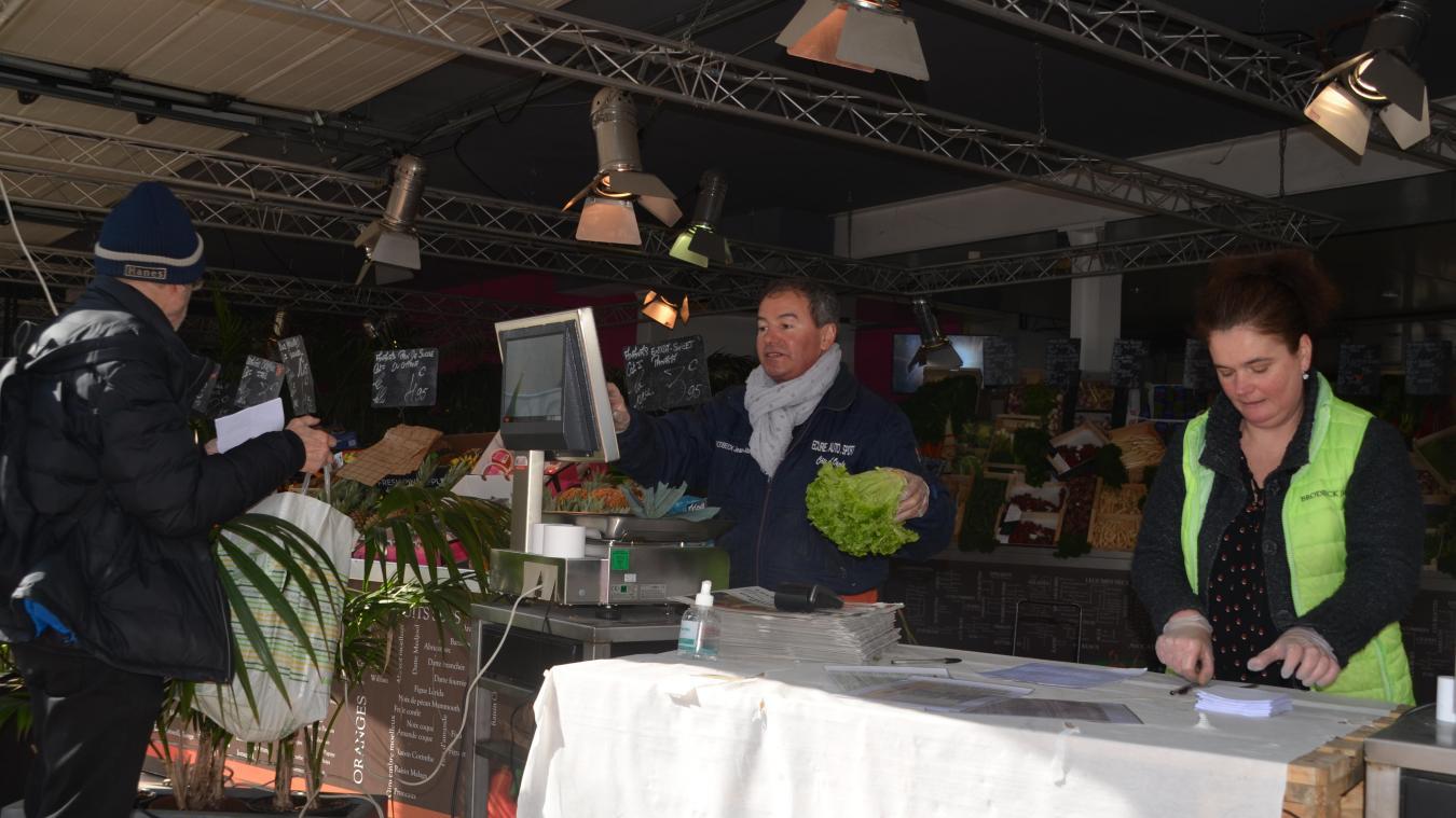 Au Touquet, face au coronavirus les commerces de proximité s'adaptent, le marché, lui, est phantomatique