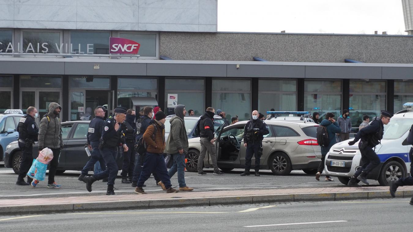 Les migrants n'ont pas pu prendre le train ce jeudi en gare de Calais-Ville.