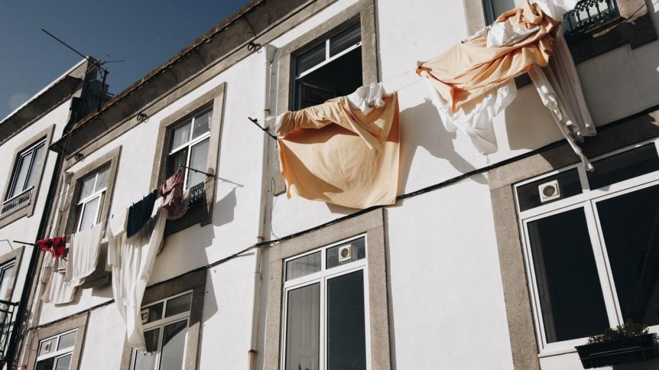 La mairie de Rinxent propose d'instaurer un système d'accrochage de linge blanc aux fenêtres si l'on est isolé et / ou dans le besoin d'un coup de main.