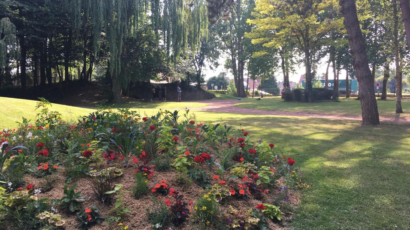 Le jardin public d'Aire-sur-la-Lys (notre photo), ou La Ballastière, sont deux poumons verts assez fréquentés.
