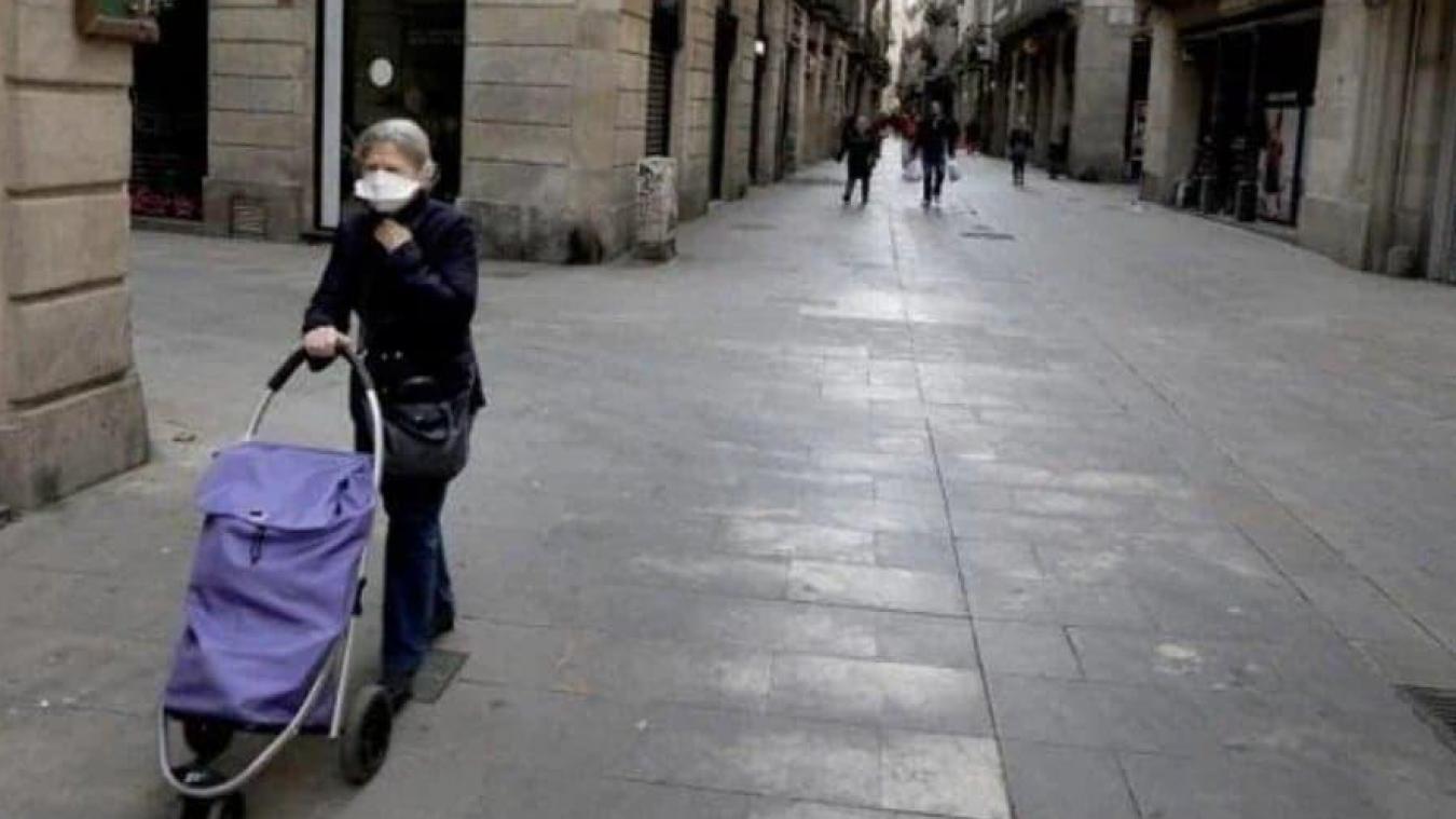 Margaux Biblocque, originaire de Dunkerque, vit en Espagne depuis 2012. Le pays est en confinement total. La police patrouille pour contrôler les déplacements.