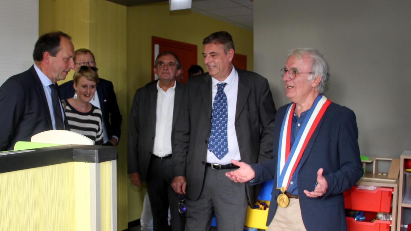 Jean-Luc Fache (à droite), lors de l'inauguration de la Maison multi service.