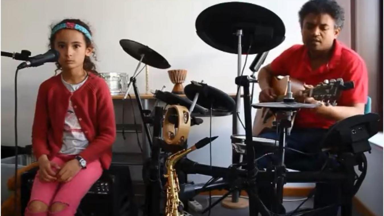À Steenvoorde, Colombe a écrit une chanson pour inciter la population à respecter les gestes barrières et à rester à la maison.(capture d'écran - Youtube)