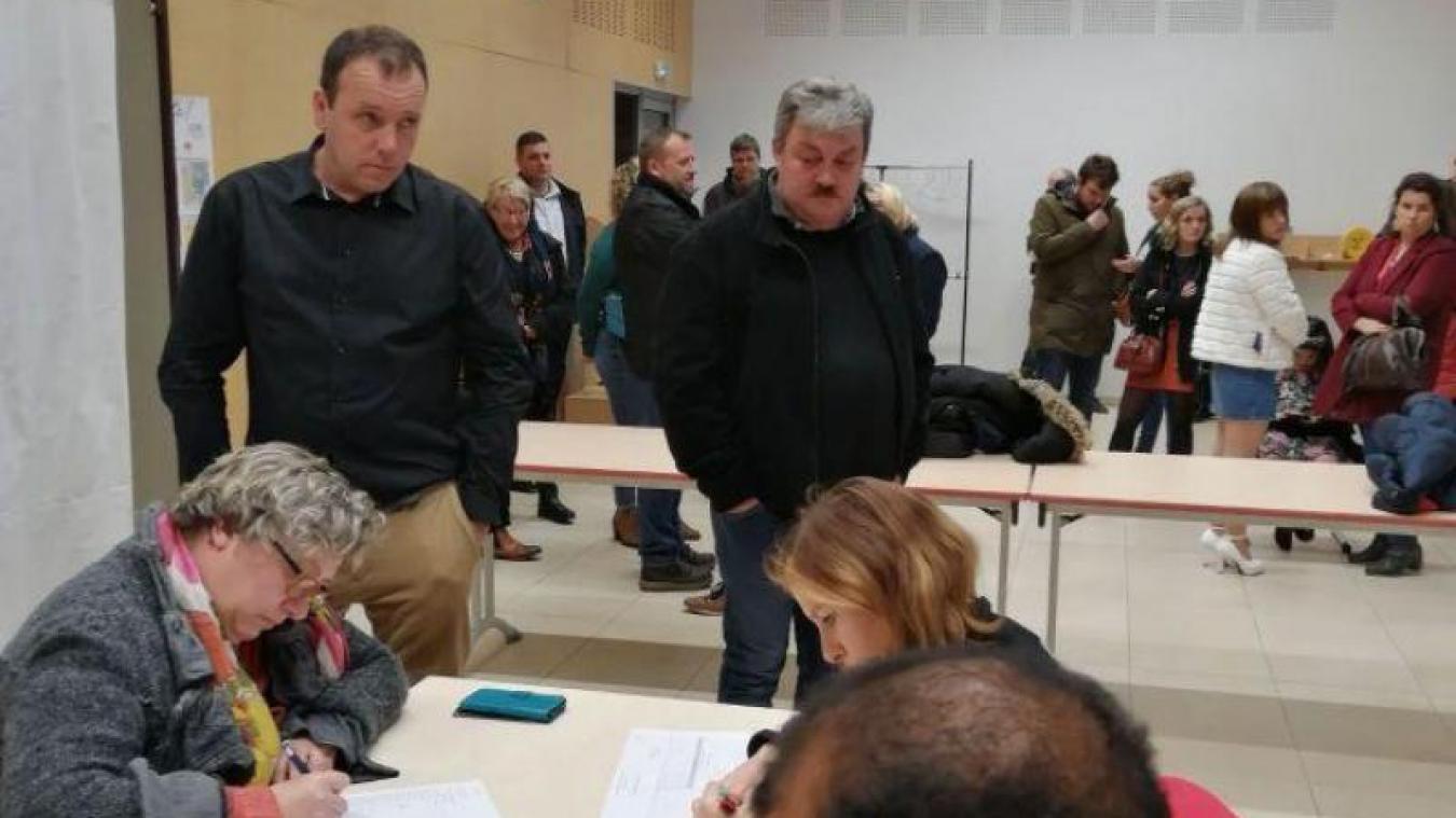 Fabrice Denys (à droite) avait en face de lui Marc Pinceel (à gauche) qui ne compte aucun des membres de sa liste dans le nouveau conseil municipal.